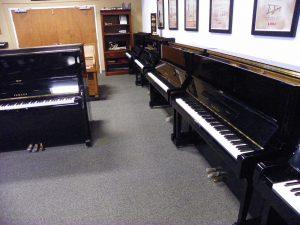 comparing pianos