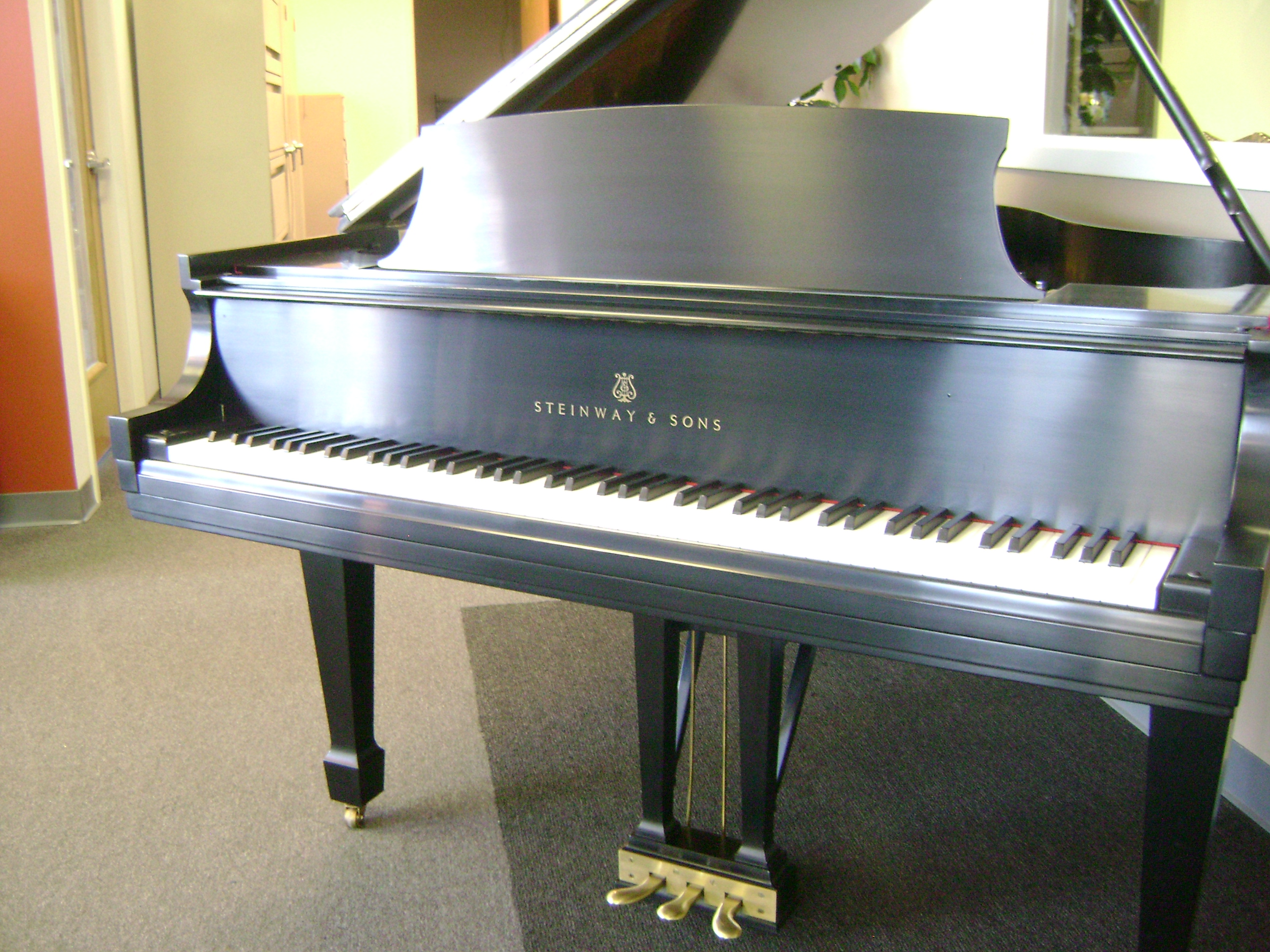 Steinway piano england piano for Classic house piano