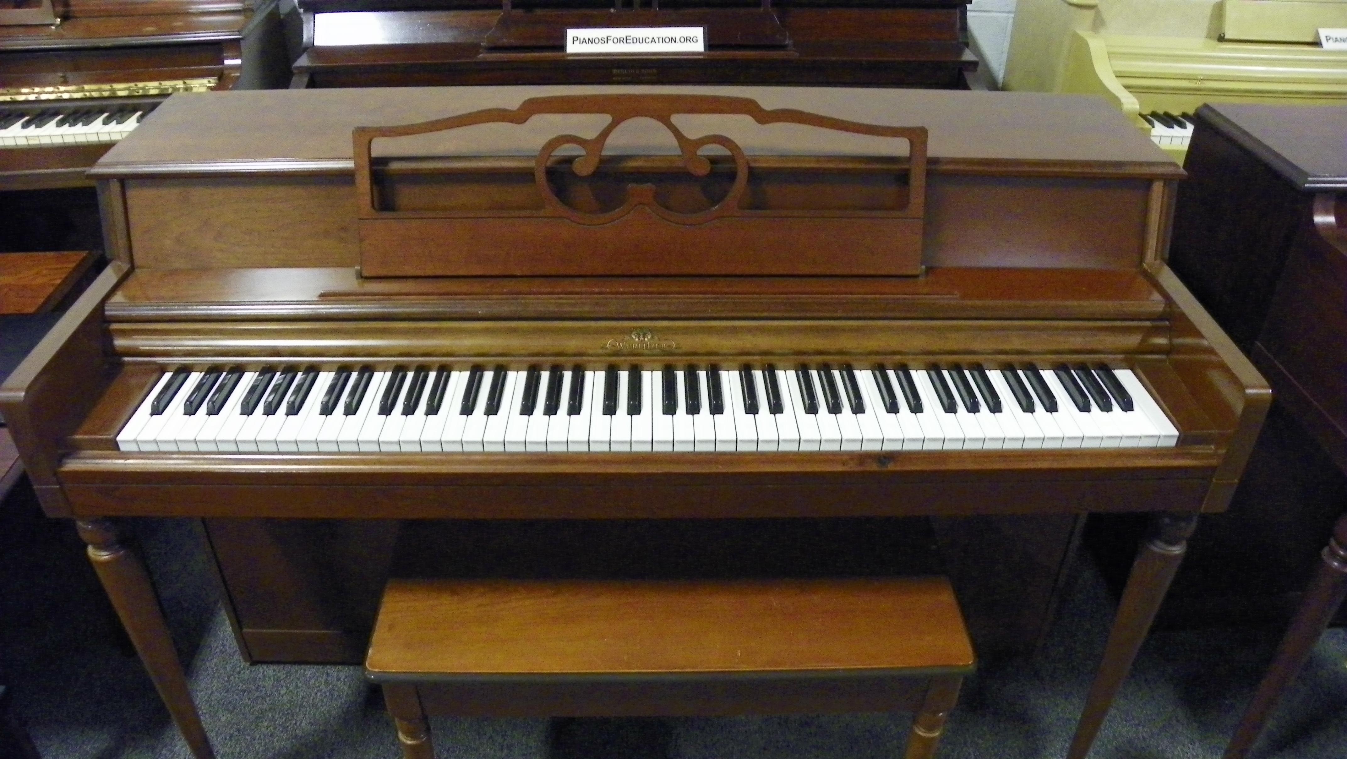 Wurlitzer piano england piano for Piano upright dimensions