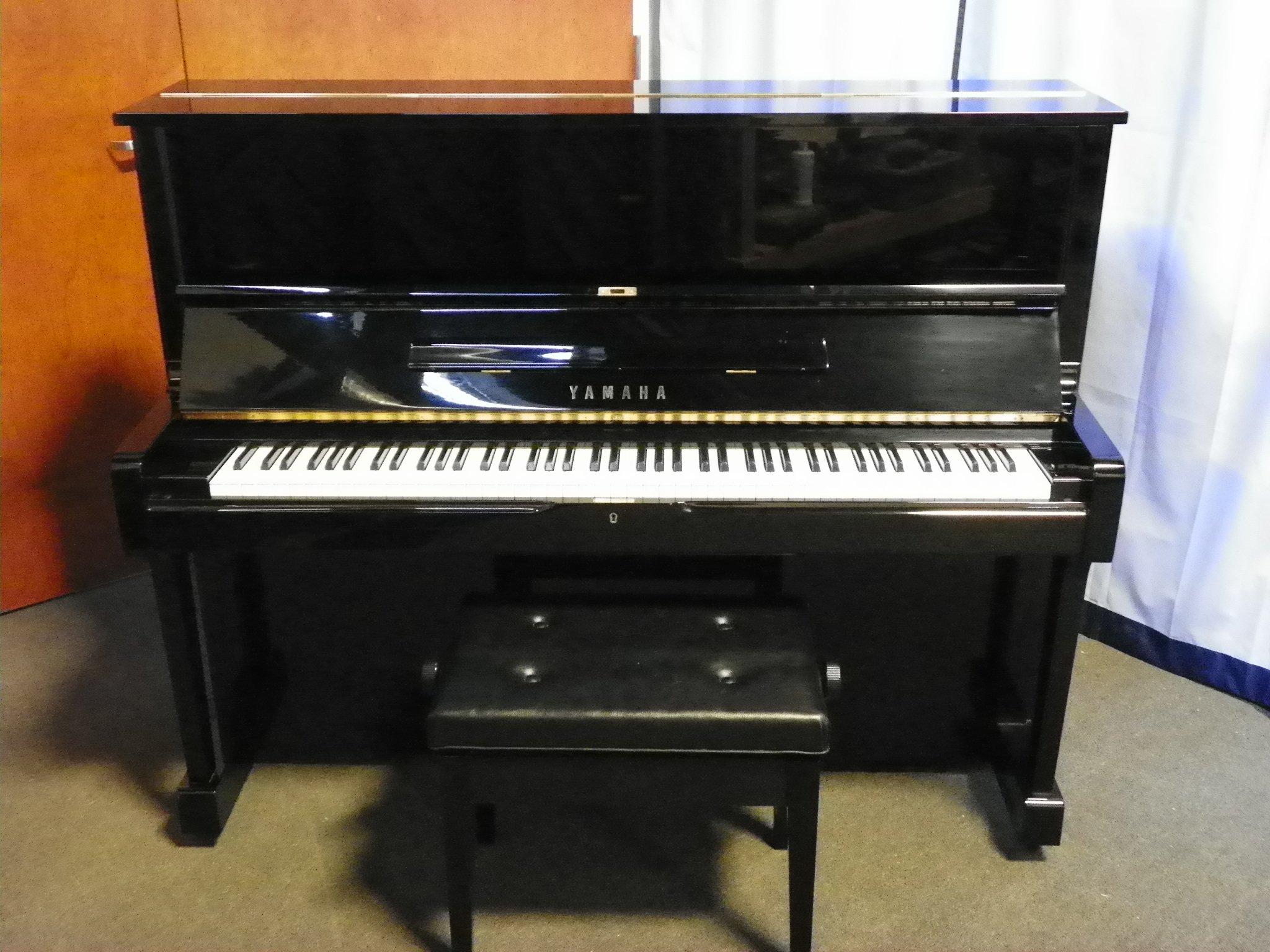 Yamaha piano england piano for Piano upright dimensions