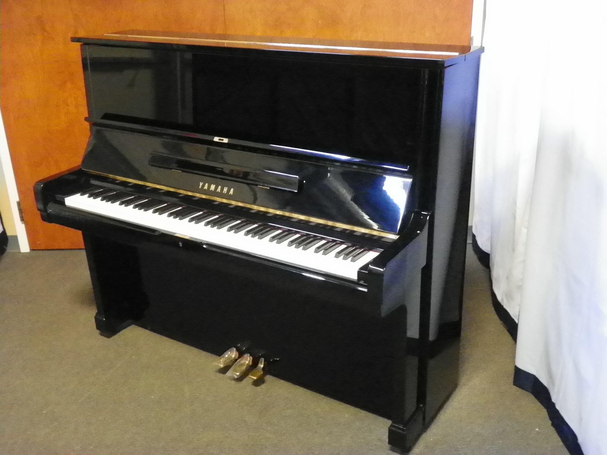 Yamaha piano england piano for Yamaha u2 piano